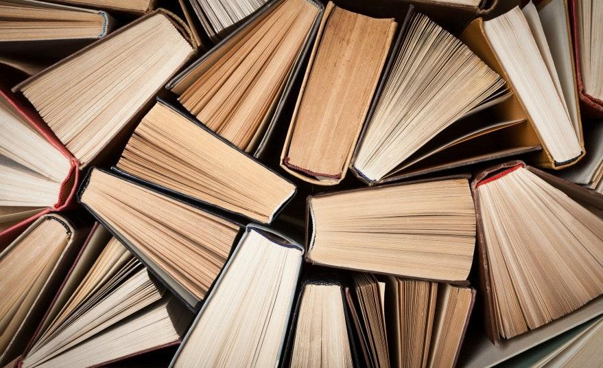 книгами